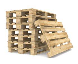 Det er på Europapaller som disse vi stiller dine møbler op på og vikler strækfilm om inden opbevaring.